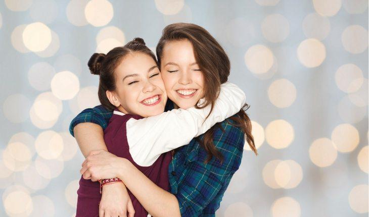 amizade-abraço-forte