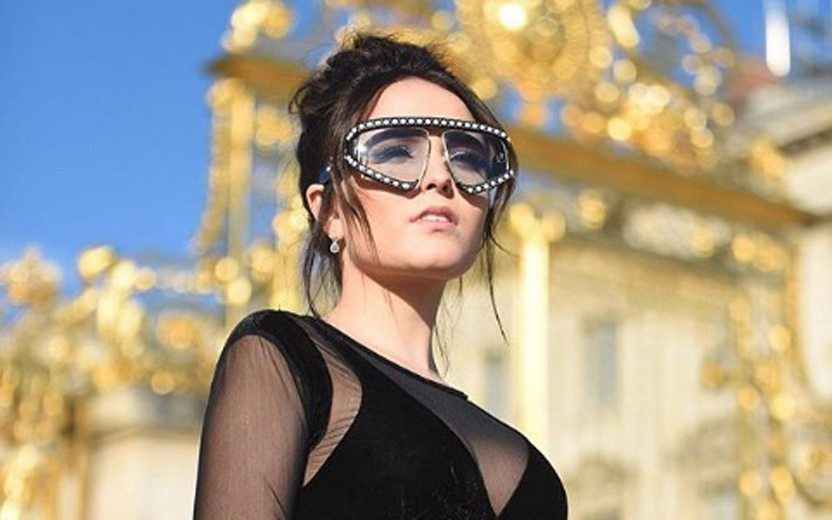 49b3aa20f0660 Larissa Manoela em Paris  atriz usa mesmo óculos de Bruna Marquezine ...