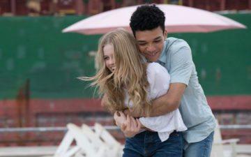 Filme Todo Dia, casal se abraçando