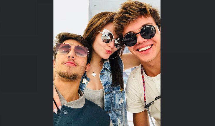 Leo Cidade, namorado de Larissa Manoela, Lari e um amigo sorrindo