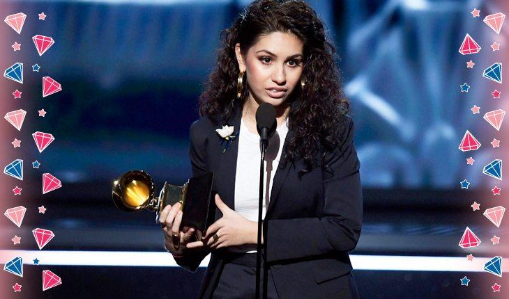 Alessia Cara recebendo prêmio