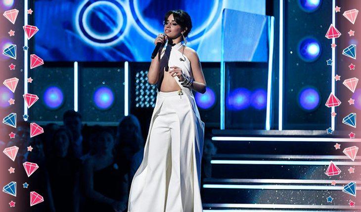 Camila Cabello fazendo discurso