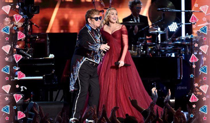 Elton John e Miley Cyrus no palco