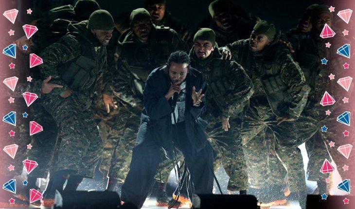 Kendrick Lamar em performance no palco do Grammy
