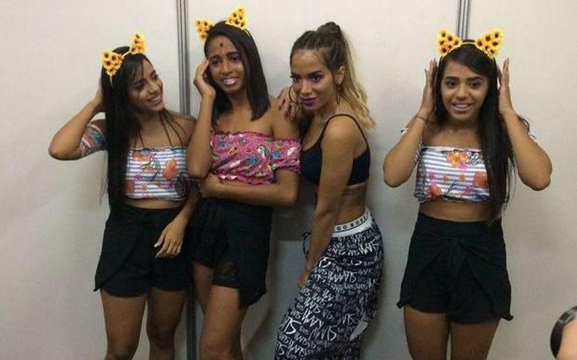 Mc Loma e gêmeas da lacração ao lado de Anitta