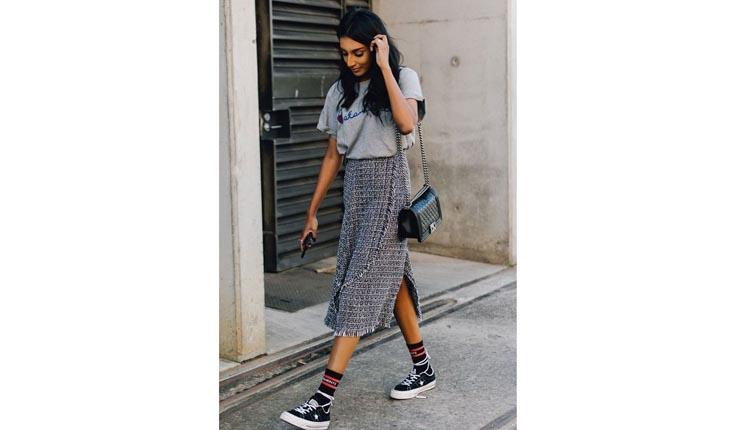 5d1a0795a A meia aparente dá um toque especial ao look de saia longa - Foto   Reprodução Pinterest