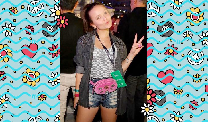 Larissa Manoela: Larissa usando pochete