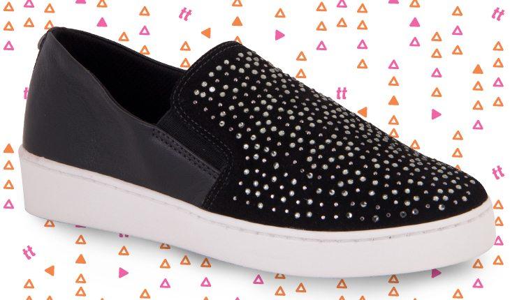 Sapato preto com aplicações