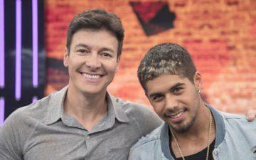 Zé Felipe se transforma em gari para programa Hora do Faro