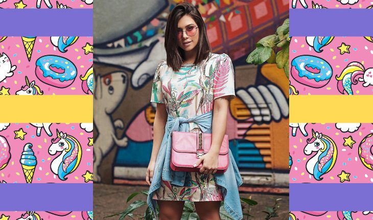 Flavia Pavanelli com vestido colorido e estampado