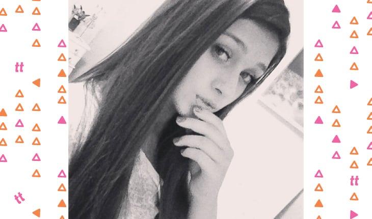 Flavia Pavanelli antes da fama tirando selfie