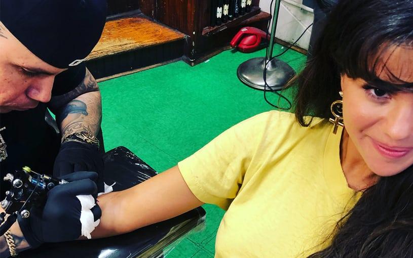 Tatuagens de Selena Gomez: veja as novas tattoos da cantora