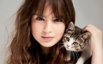 Curiosidades sobre Sophia Valverde: Sophia com um gatinho