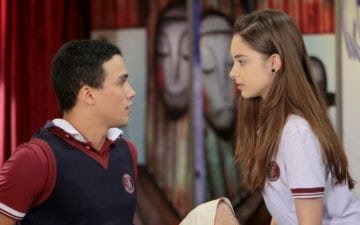 As Aventuras de Poliana: Mirela e Vini flagram Guilherme beijando Raquel