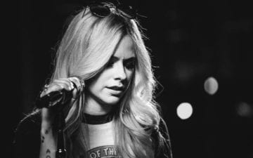 Avril desabafa