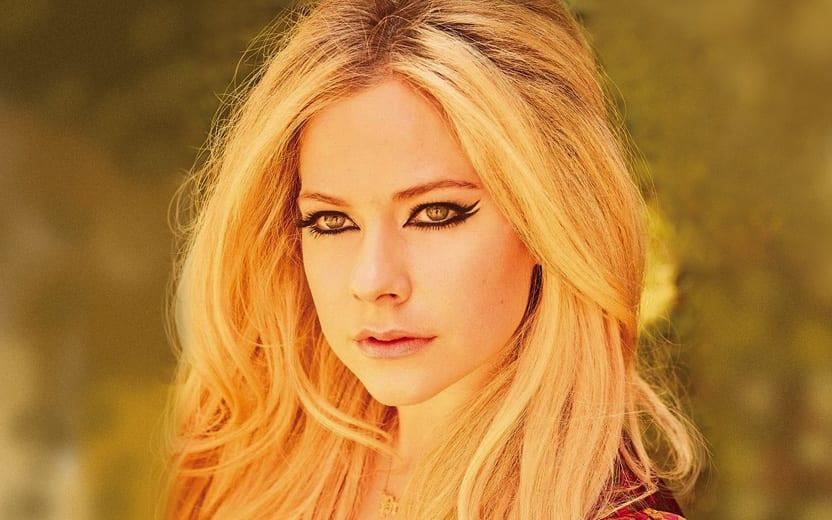 Avril Lavigne fala sobre teorias da conspiração Clipe da Avril Lavigne