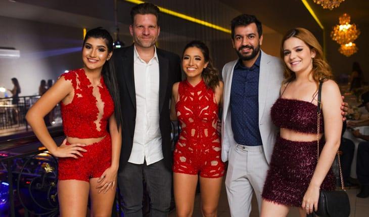 Da esquerda para a direita: Mariany Petrin, Carlos Bertolazzi, Nathany Perrin, Jr César, ViihTube