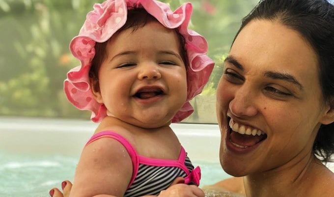 Débora Nascimento com a filha