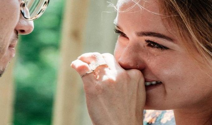 Debby Ryan é pedida em casamento