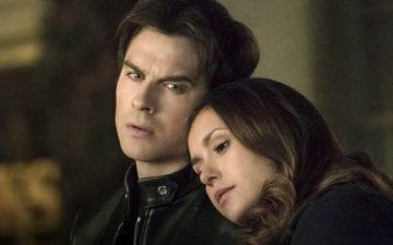O que aconteceu com Damon e Elena?