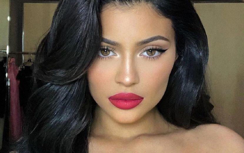 O closet de bolsas de grife da Kylie Jenner vai te deixar chocada!