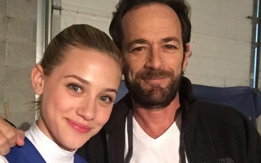 Lili Reinhart revela sonho com Luke Perry, de Riverdale, e nós estamos chocadas!