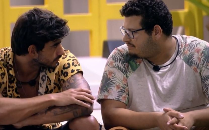 """BBB20: Victor Hugo desabafa com Guilherme sobre namoro com Gabi: """"É judiação comigo"""""""