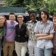 Elenco de Stranger Things testa superpoderes e canta muito no Carpool Karaoke