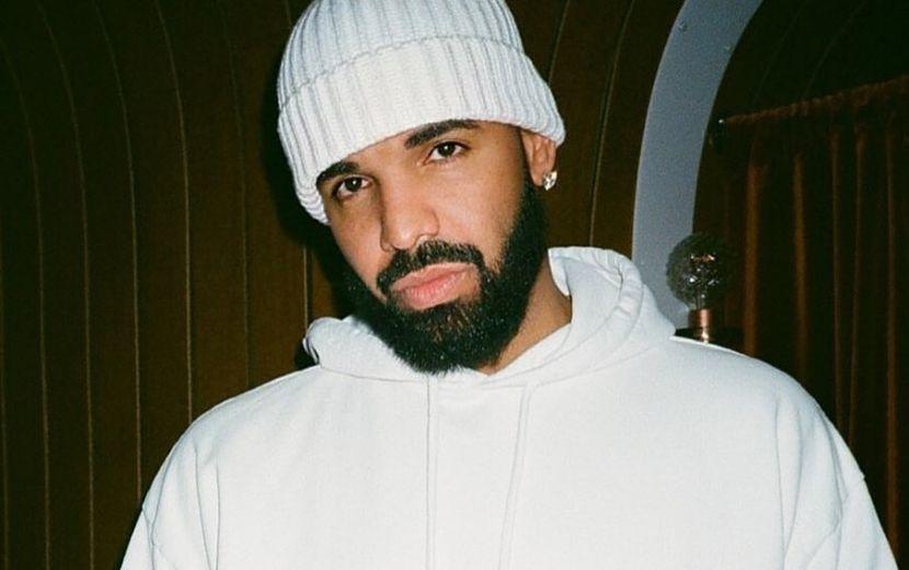 """Drake mostra fotos do filho pela primeira vez e desabafa: """"Sinto falta da minha família"""""""