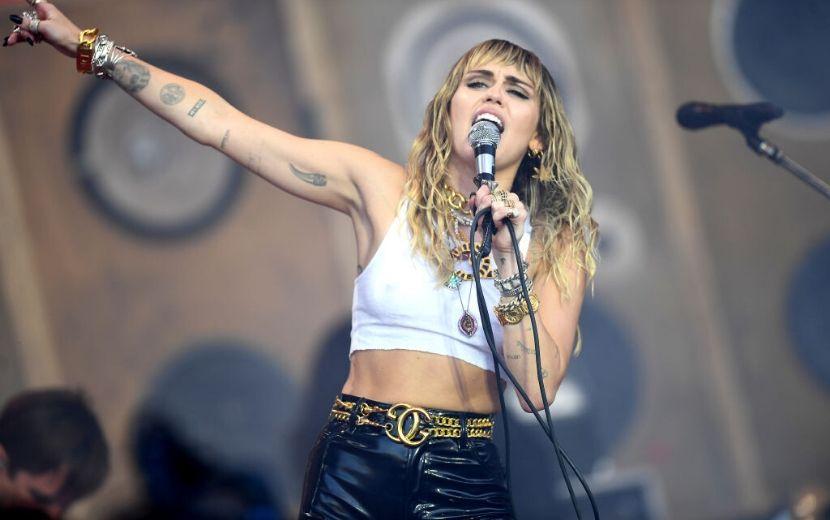 Coronavírus: Miley Cyrus cancela show na Austrália e lamenta nas redes sociais