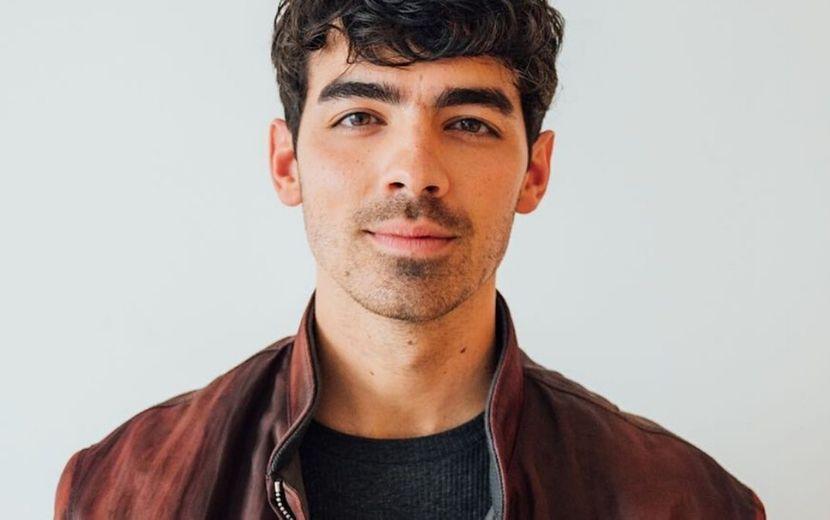 Por uma causa importante, Joe Jonas surge com cabelo colorido - veja!
