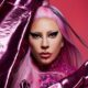 Ao som de Stupid Love, Lady Gaga estreia video de maquiagem com drag queens