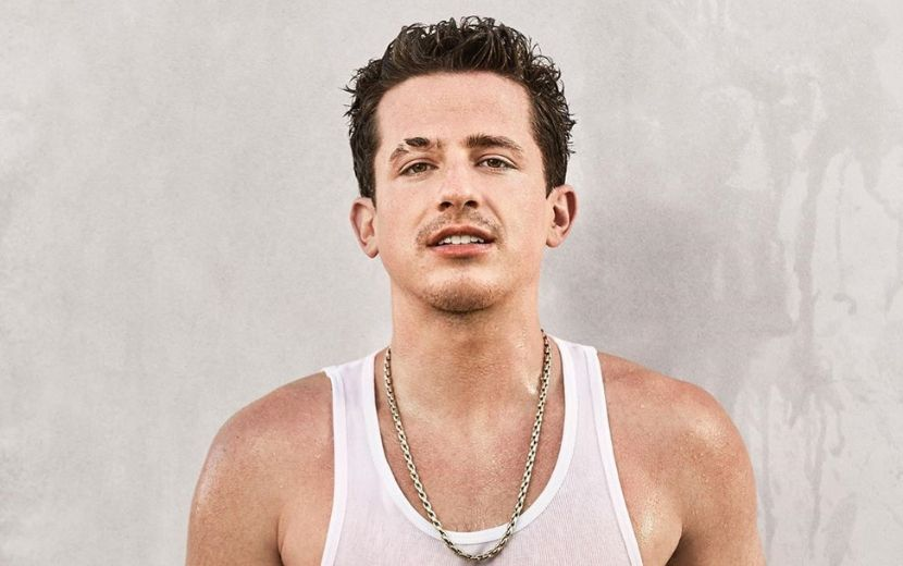 "Charlie Puth lança o single ""Girlfriend"" e divulga número do celular para conversar com fãs"
