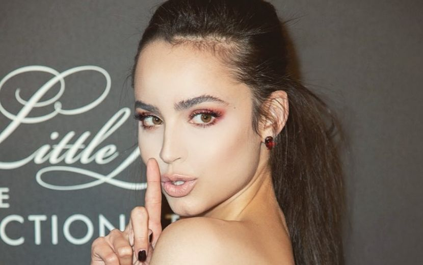 "Sofia Carson conta o que guardou do set de ""The Perfectionists"" após o cancelamento da série"