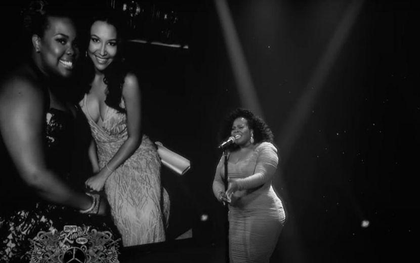 Amber Riley faz performance emocionante em tributo à Naya Rivera