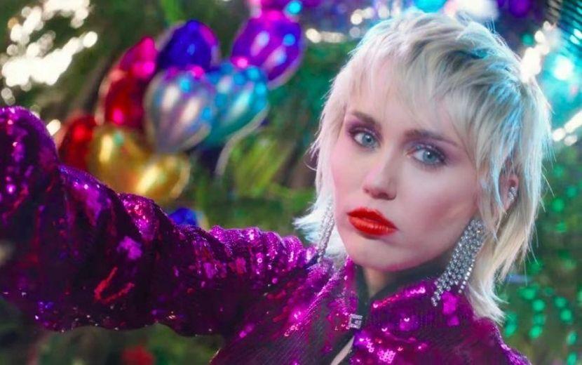 """Plastic Hearts"": De surpresa, Miley Cyrus anuncia a chegada de seu novo álbum!"