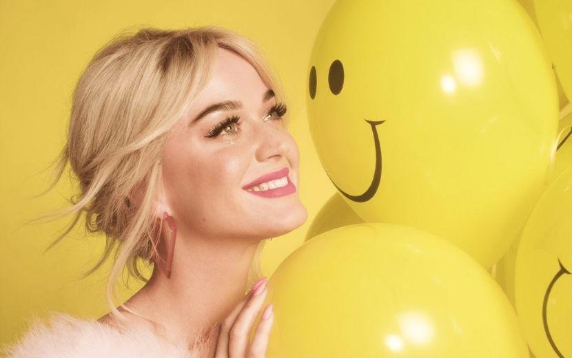 """""""Smile"""": Katy Perry libera capas alternativas de seu novo álbum e inclui arte criada por fã!"""