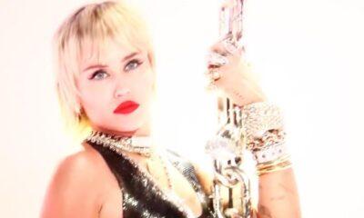 """VMA 2020: Miley Cyrus faz referência a """"Wrecking Ball"""" em performance arrasadora de """"Midnight Sky"""""""