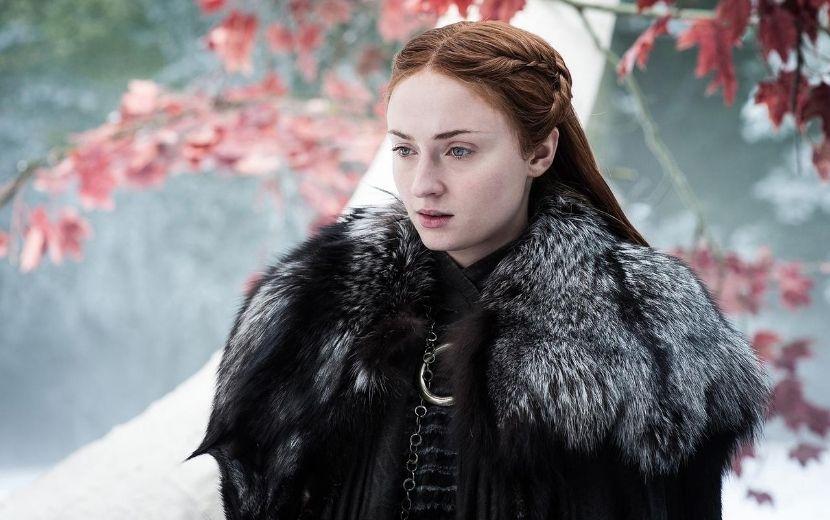 Sophie Turner mostra item ~gigante~ que roubou do set de Game of Thrones