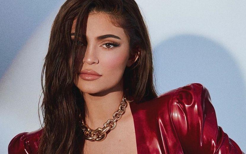 Quarto da nova mansão de Kylie Jenner é um sonho para as apaixonadas por beleza!