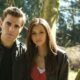 "Nina Dobrev publica foto com colega do elenco de ""The Vampire Diares"""