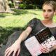 Produtora de Emma Roberts fecha acordo com Hulu para adaptar livros à TV
