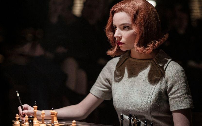 """""""O Gambito da Rainha"""" quebra recorde na Netflix após ser assistida por 62 milhões de contas"""