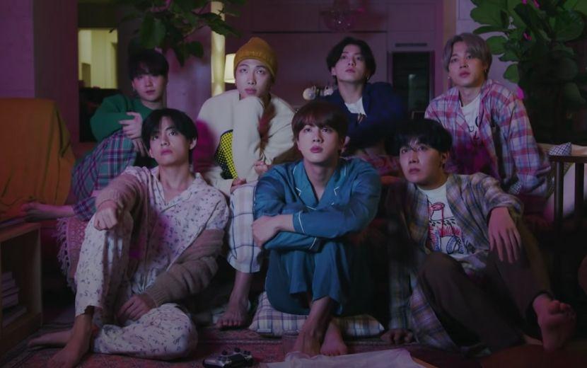 """Meninos do BTS estão mega fofos em prévia de """"Life Goes On""""; vem ver!"""
