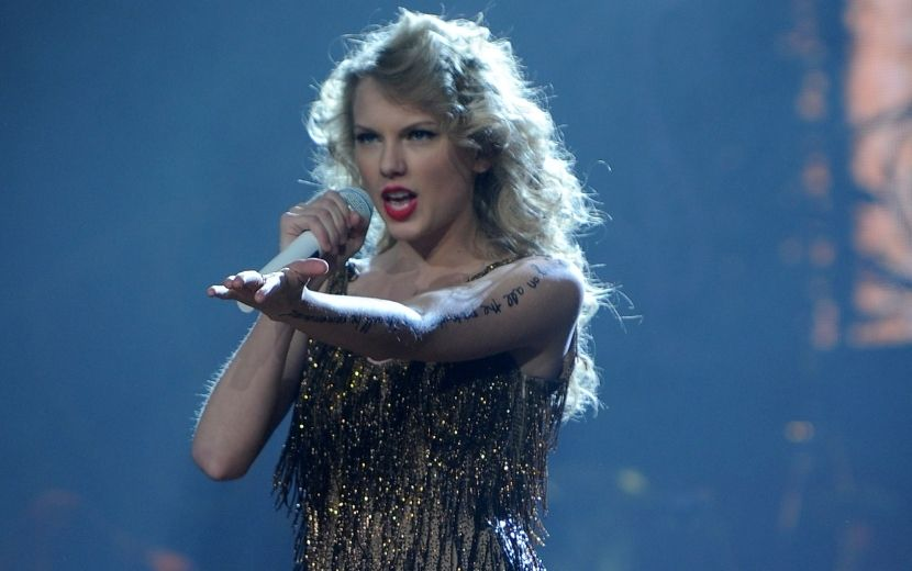 #TaylorSwiftIsFree: entenda a celebração dos fãs da cantora neste domingo (1°)