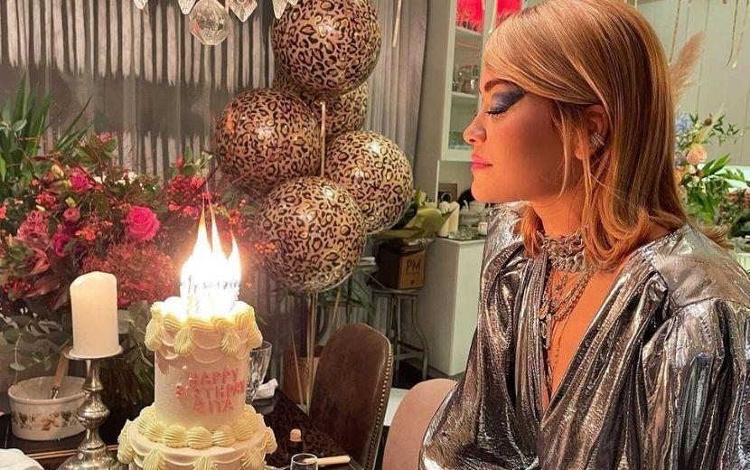 """Rita Ora dá festa de aniversário na pandemia e pede desculpas: """"Fui irresponsável"""""""