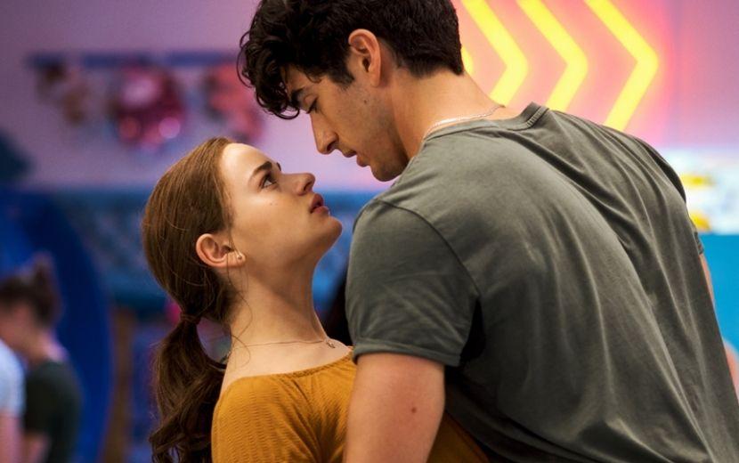 """Taylor Perez relembra bastidores de cena icônica com Joey King em """"A Barraca do Beijo 2"""""""