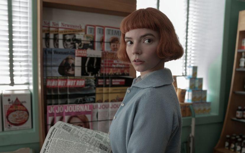 """Elenco e equipe de """"O Gambito da Rainha"""" comenta bastidores da série em novo vídeo da Netflix"""