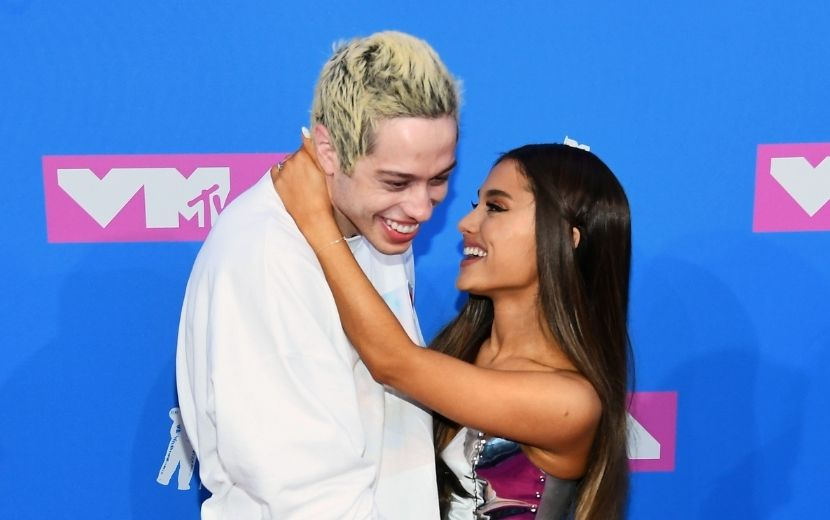 """Pete Davidson tem a melhor reação ao encontrar fã com o nome """"Ariana"""""""