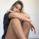 """Estrela de """"Outer Banks"""" revela que já passou por transtornos alimentares: """"Eu estava me machucando"""""""